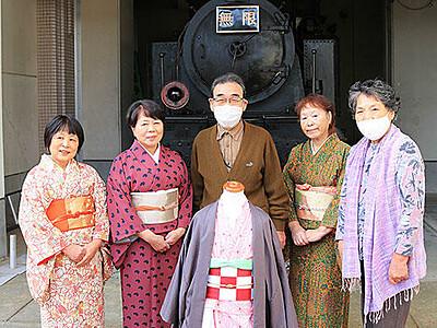 「鬼滅」キャラに変身、「無限列車」と撮影 魚津の村木公民館が衣装用意