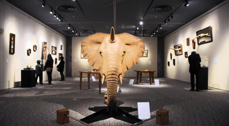 動物を題材にした大森さんの作品が並ぶ展示室