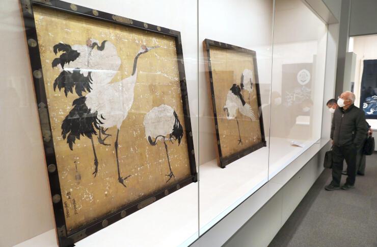 開館から20年を振り返り、研究員が選んだ逸品を紹介する特別展示=長岡市関原町1の県立歴史博物館