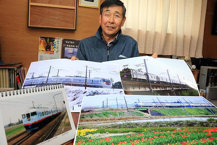 撮りだめた鉄道写真を紹介する武隈さん