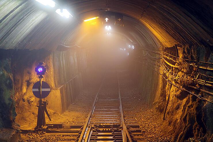 安全対策工事が行われている黒部ルートの上部軌道トンネルの入り口=2019年8月