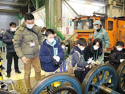 トロッコ電車のモーター大きいね 宇奈月で車庫見学会