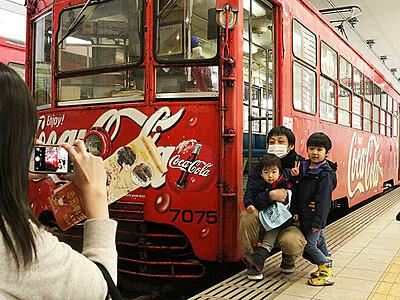 「コカ・コーラ電車」またね 万葉線、今春に新ラッピング