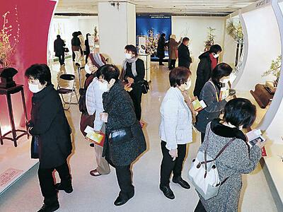 金沢で北國花展 後期展、伝統と現代混然と