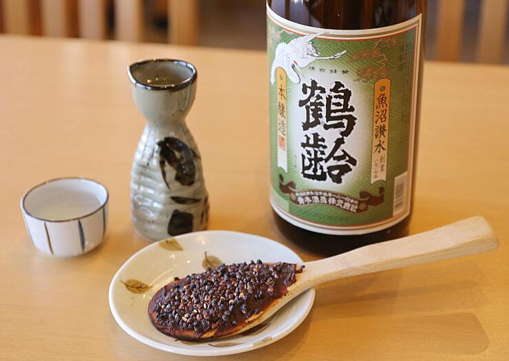 酒呑みのための蕎麦の実入り焼味噌と鶴齢セット(そば処田畑屋)
