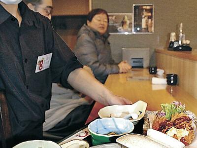 雑炊や鍋、40種食べ比べ かほく四季まつり開幕