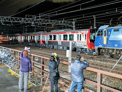 しなの鉄道 赤色の新型車両が屋代駅に