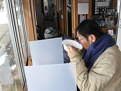 野辺山駅前で「立ち食い」提供 案内所「待ち時間に温まって」