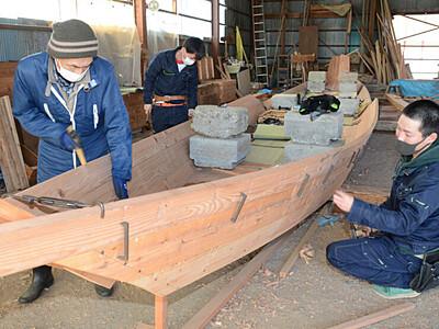 天竜川の川下り船作り、技を後世に 高森で7日まで公開