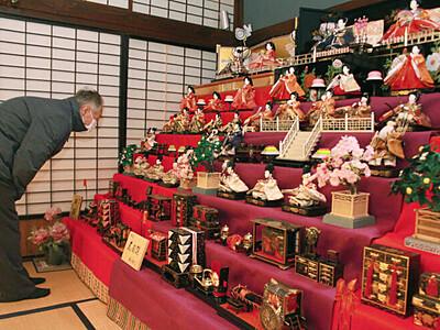 町屋華やかに ひな人形がお出迎え 新潟市・小須戸で催し