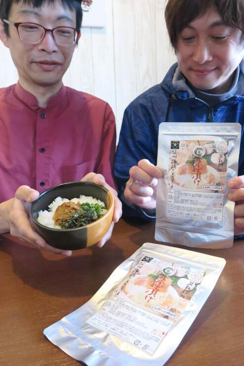 「豆乳坦々白茶漬け」を開発した星野さん(左)と茅野さん