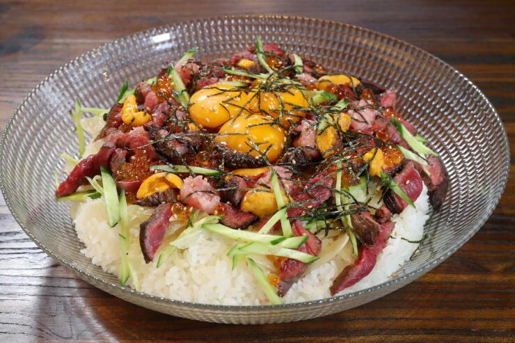 ステーキダイニングブランの「国産牛 バラチラシ丼」