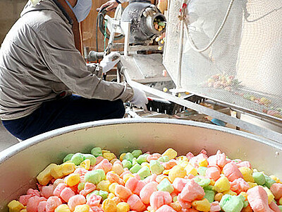 カラフルひなあられ いり菓子店で製作最盛期