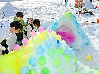 色とりどり「かまくら」出来栄え競う 福井県坂井市「ちくちくぼんぼん」