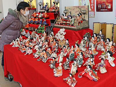 華やぐ商店街 ひな人形お出迎え 上越・高田 本町商店街