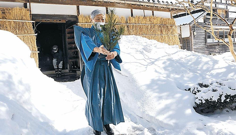 田の神様を送り出す山形館長=輪島市三井町小泉