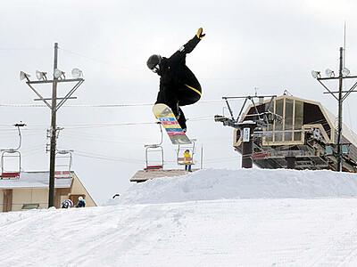 魅力アップぜひ牛岳へ スキー場に障害物・コース新設