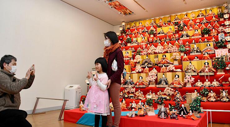 辰野美術館で展示されている「大ひな壇」