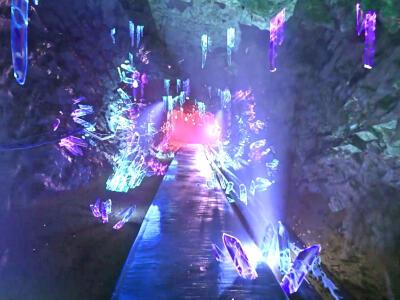 水晶の洞窟 妖精と共に 佐渡金山 映像アトラクション