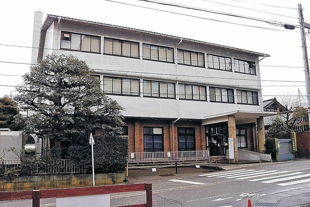 柳氏の施設が整備される見通しとなった市西町教育研修館=西町三番丁