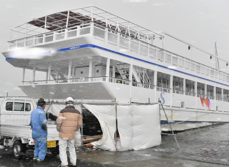 整備が完了したスターマイン号。船尾を陸揚げして作業した