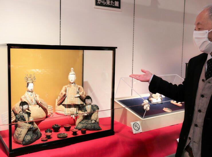 望月宿の本陣に伝わるひな人形などを展示する「郷土のひな人形展」
