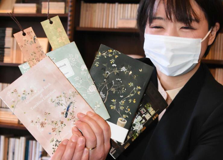 訪れた文人たちをイメージして作ったメモ帳