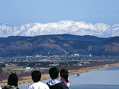 富山・立山連峰 内灘の道の駅からくっきり