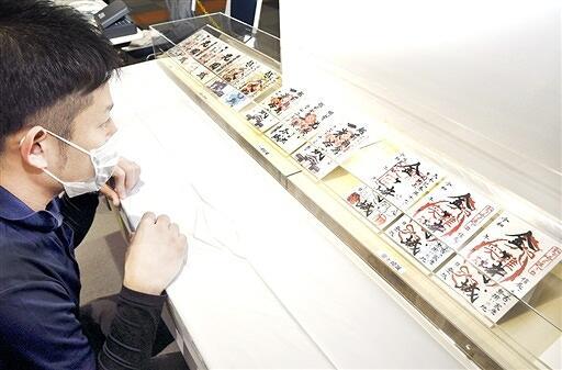 福井県内5城の御城印が一堂に展示されている「福井の名城展」=2月26日、福井県福井市のハピリン3階ロビー