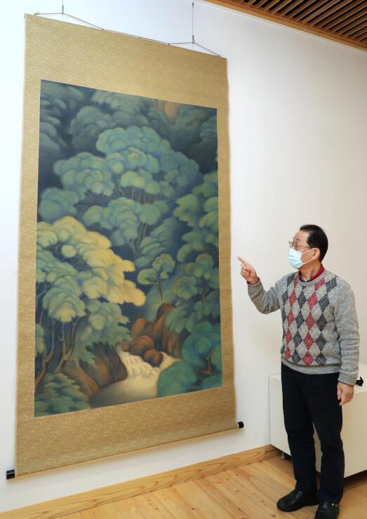 酒井三良の大作「夏の森」。テレビ番組では鑑定で380万円の値が付けられた=胎内市下赤谷