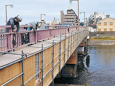 輝く桜橋、準備着々 金沢市が照明設営 夜景に磨き