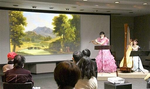 展示されている風景画をイメージして選曲された、フルートとハープのミュージアムコンサート=3月7日、福井県福井市の県立美術館
