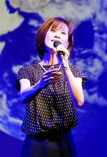 東日本大震災の復興支援コンサートを開くErinaさん