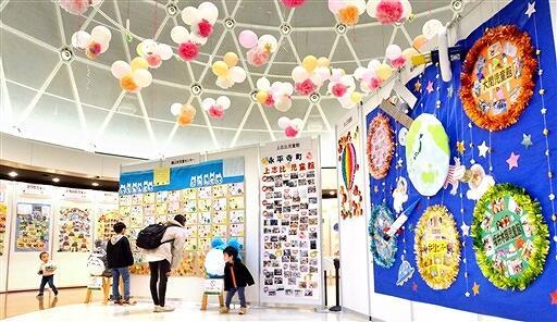 県内児童館の活動を紹介するパネル展示=福井県坂井市の県児童科学館