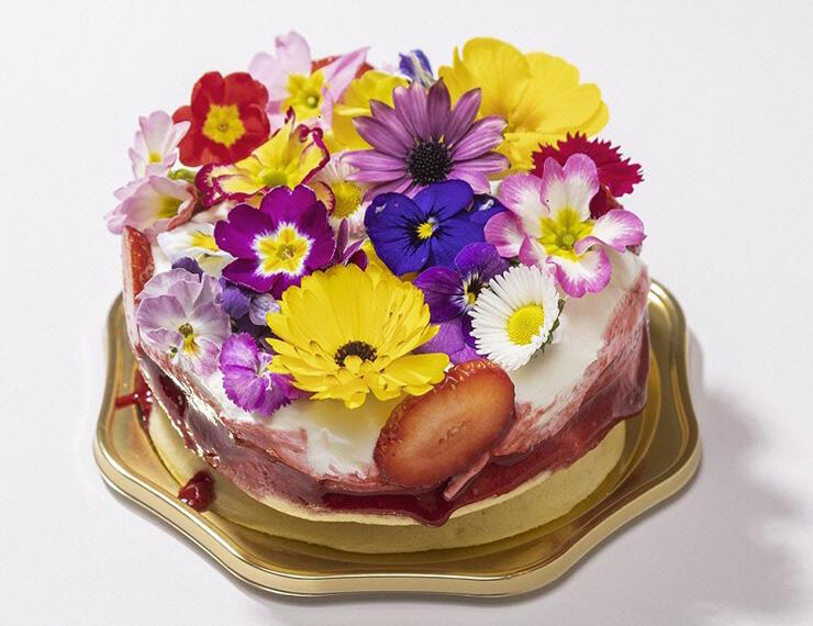 高倉町珈琲で取り扱うエディブルフラワーを使ったパンケーキ