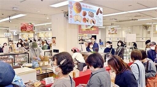 県民へのアンケートで選ばれた福井のグルメが並ぶフェア=3月12日、福井県福井市の西武福井店