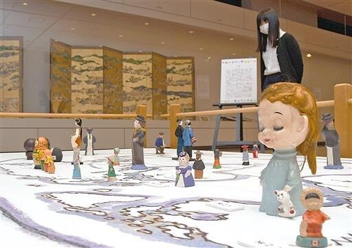 世界各国の人形やゲーム、遊びの歴史などを紹介している企画展「学ぶ、楽しむ、あそびの時間」=福井県越前市武生公会堂記念館
