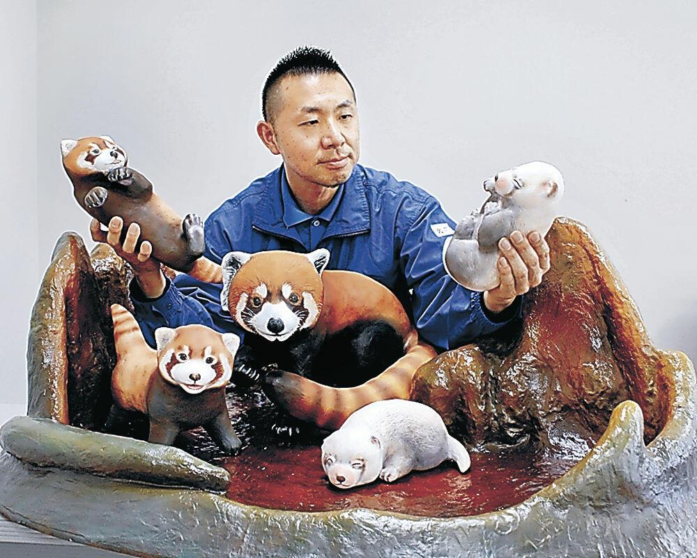 完成したジオラマについて説明する北川さん=能美市のいしかわ動物園