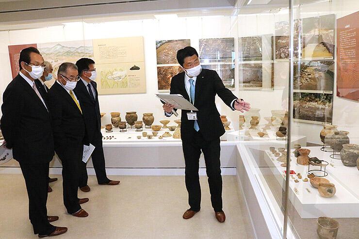 埋蔵文化財や民具を展示する町歴史交流ステーション日なた
