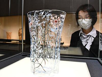 「エナメル彩」豊かなガラスの表現 諏訪の美術館で特別展
