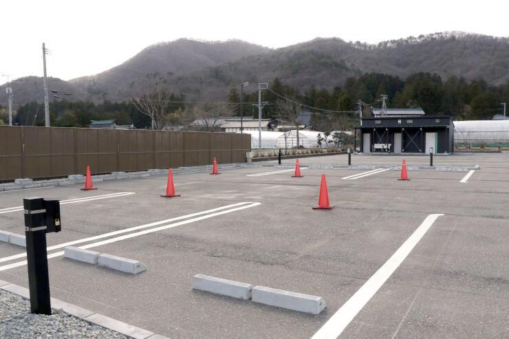 キャンピングカーなどで車中泊ができるRVパーク=弥彦村麓