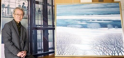 冬の川やガラス張りの美術館を描いた油彩画を出品する清水正男さん=福井県福井市内の自宅アトリエ