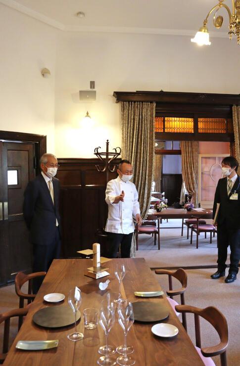 レストランを加え、生まれ変わった旧師団長官舎=3月31日、上越市