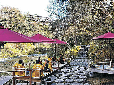 川床で鶴仙渓満喫を 山中温泉