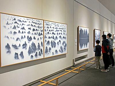 富岡惣一郎が描く「霧」 南魚沼・トミオカホワイト美術館
