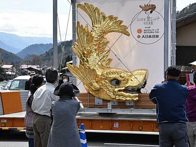 金のしゃちほこ、ご縁で木曽谷に 県内初展示に500人