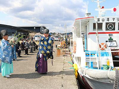 氷見沖クルージングの安全祈る 10月24日まで運航