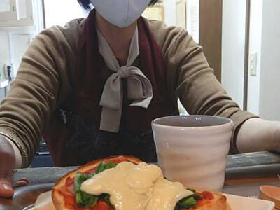 飯山の旬、ピザトーストに 高橋まゆみ人形館に併設のカフェ