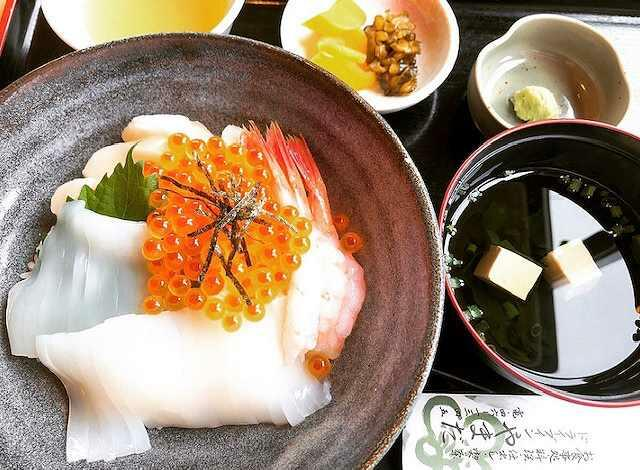 ごはん処やまだの海鮮丼=福井県若狭町