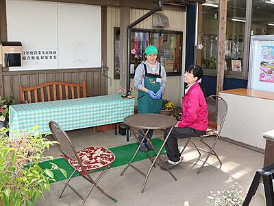 屋外で安心して食事を 福野の「農カフェ」テラス席整備